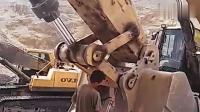 这些挖掘机手简直崩溃了, 卡特390不带自动打黄油系统!
