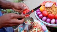 看看印度的街头小吃, 用了多少原料和配料真复杂, 你觉得好吃吗?