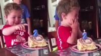 2岁可爱男童过生日 因不愿长一岁哭成泪人