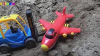 汽车巴士助人为乐帮助飞机, 婴幼儿宝宝玩具游戏视频