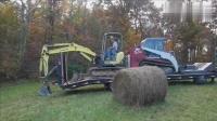 挖掘机卡在卡车上不能动弹, 司机师傅自力更生圆满搞定