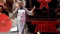 妖娆! 男子穿旗袍高跟鞋 摆性感pose引围观