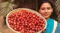 印度女孩挖来一篮子土豆, 她竟然放这些配料一起炖, 出锅时简直服了