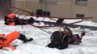 几名俄罗斯工人在楼外施工结果梯子断裂不幸坠楼