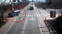 看到监控录像后, 才知道这起惨烈车祸真正的原因!
