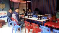 实拍越南农村集市, 看看越南男人的真实生活, 比中国男人要好吗?