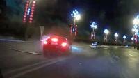 事故警世钟: 车主开车睡觉, 车子失控后撞毁了好长一片护栏307期