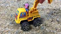可爱猪猪驾驶挖掘机玩具