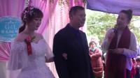 农村婚礼上女主持花样百出, 公公无所适从好不尴尬