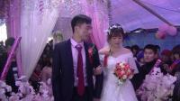 实拍农村小伙迎娶漂亮的新娘子, 高兴得不知道如何迈步