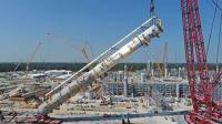 1600吨铁塔如何立起来, 全靠这台巨无霸大吊机