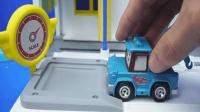 变形警车珀利: 一起来给工作一天的斯普奇洗车吧!