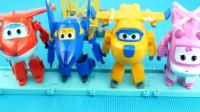 超级飞侠玩具系列 小爱 多多 米莉 酷雷变形机器人.mp4