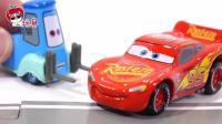 闪电麦昆: 迪士尼玩具总动员玩具拆箱小公交车太友 儿童玩具故事