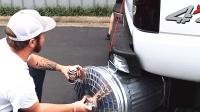 给排气管加个桶就有这种效果? 千万别尝试除非你想被扣车!