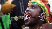 世界最血腥节日,人们身体扎满银针,自残庆祝节日,胆小莫入
