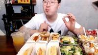 """韩国小哥吃""""12个三明治""""一口半个"""