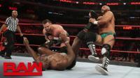 【RAW 03/19】复兴者战术精妙 上演空中击掌换人 取胜泰特斯国际品牌