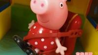 山地游玩的小猪佩奇 佩佩猪需要救援故事