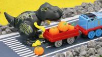 托马斯小火车给奇妈妈送南瓜, 巨大凶猛的大恐龙紧追不舍