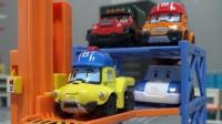 城市中运输赛车的大卡车