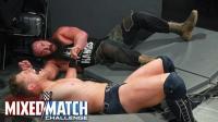 【WWE混双挑战赛】第三轮第一场: 魔女和华姐互赠高踢 布朗撞碎护栏