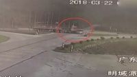 实拍佛山重型牵引车猛撞面包车惨烈车祸 致7死2伤