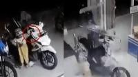 幼童下车刚巧握住油门 摩托车瞬间冲入便利店