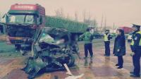 面包车迎面猛撞大货车 司机伤重不治身亡