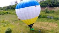 俄罗斯大叔乘热气球窜上百米高空, 驾着汽车环游想想都刺激!