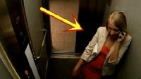 女子电梯打电话, 3秒后腿都吓软了