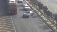 奥迪车主在高速路上竟然这样开, 不知道车主驾照怎么来的