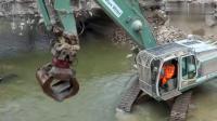 利勃海尔挖机协手拆桥, 实在不容易!
