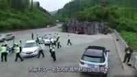 女司机为找停车位, 出个车门就把自己压死, 监控记录下了这瞬间!
