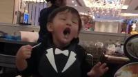 这小孩有点像甜馨啊, 每一帧都是表情包