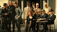 红发女郎走在意大利街头, 人们议论纷纷!