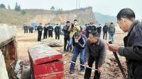 考古队挖掘到豪华古墓, 专家赶紧加派人手, 记者全程跟拍