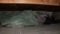 """4岁女儿说""""床下有人""""妈妈把这位朋友请出来后, 原来是他"""
