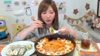 一大锅年糕和一盘寿司, 日本女孩一口气吃光, 这才是大胃王