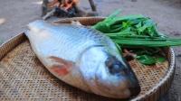 丛林生存抓一条大鱼炖着吃, 美味的鱼汤能为自己提供很多能量