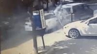 奥迪车街头失控连撞多名路人 2人当场身亡