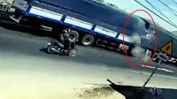 监拍: 货车追尾驾驶室瞬间撞毁司机身亡