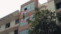 印度男学生因考试作弊被抓跳楼自杀