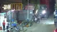 深圳一重型货车溜车 撞行人致1死4伤