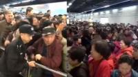 """青岛地铁11号线试乘首日 现场""""人山人海"""""""