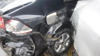 女司机加油站内误操作撞入洗车店