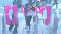 女子暴力拒绝安检 咬伤民警并对其吐口水