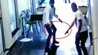 监拍:劫匪开枪射击警察手枪哑火被捕