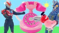 两个奥特曼正在打电话 我在和小猪佩奇过家家亲子玩具游戏 小伶玩具凯利和玩具朋友们