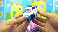 小猪佩奇的变形玩具 超级飞侠亲子故事
